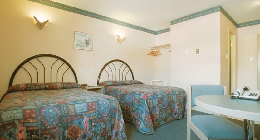 canada_fernie_fernie_slopeside_lodge_bedroom.jpg