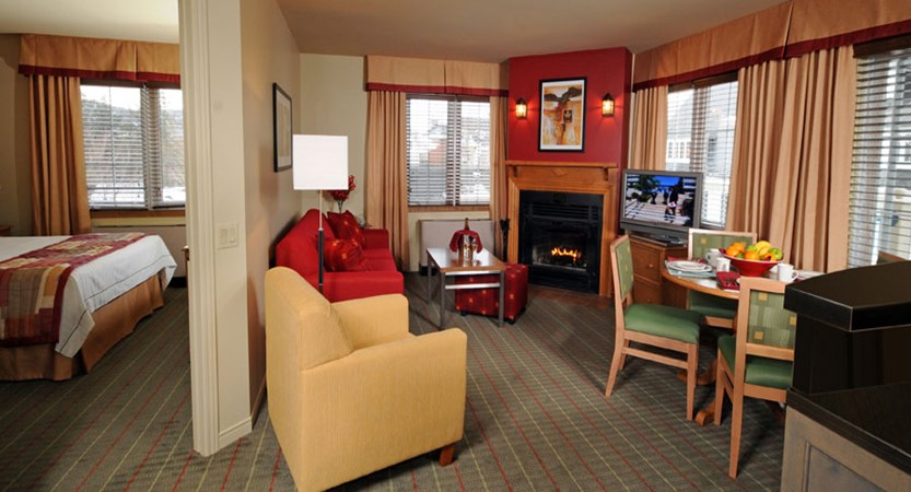 canada_mont_tremblant_Marriott_Residence_Inn_Apartments_lounge.jpg