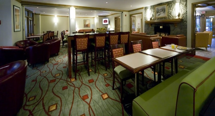 canada_mont_tremblant_Marriott_Residence_Inn_Apartments_main_lounge.jpg