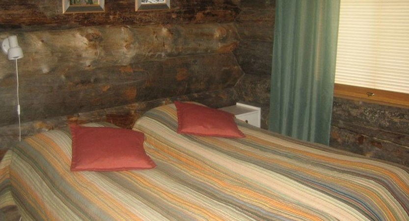 Finland_Lapland_Levi_Levi_log_cabins_bedroom.jpg