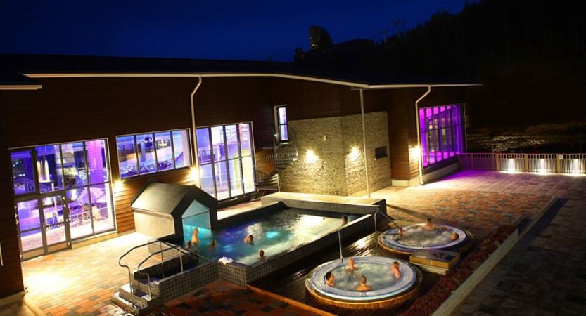 finland_lapland_levi_levitunturi-spa-hotel_outdoor-hot-tubs.jpg