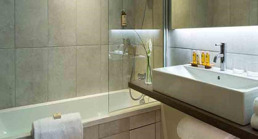 Hotel Heliopic, Chamonix, France - bath.jpg