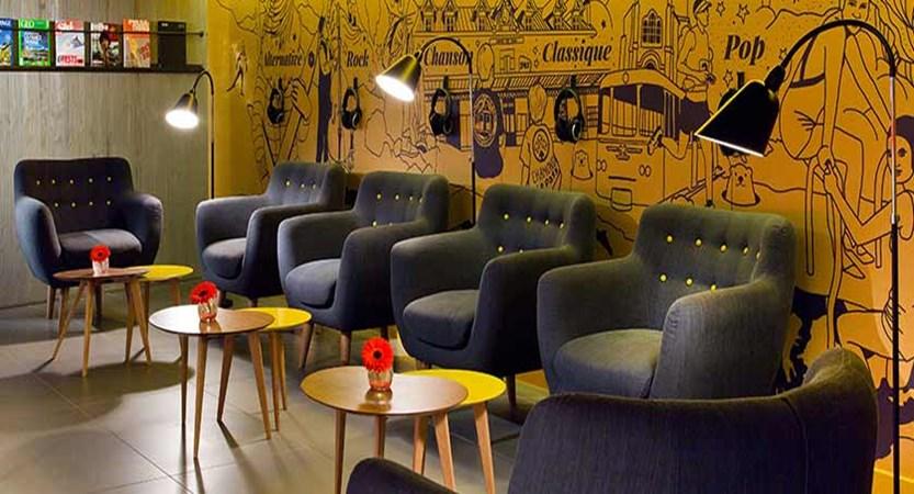 Hotel Heliopic, Chamonix, France - reading lounge.jpg