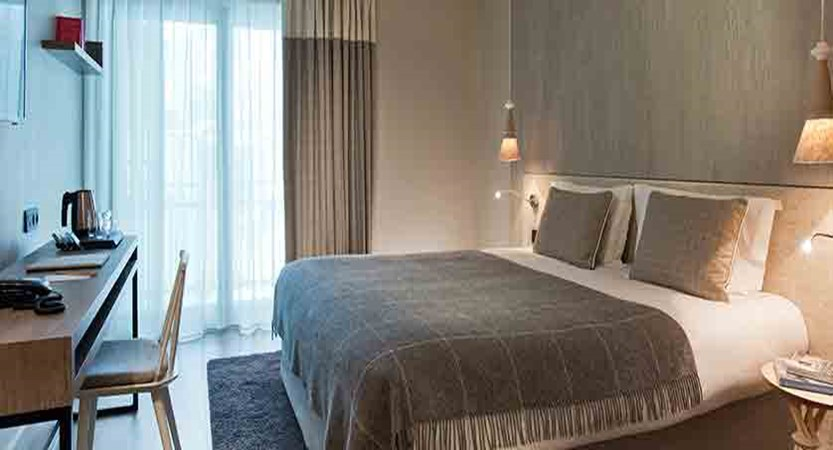 Hotel Heliopic, Chamonix, France - standard bedroom.jpg