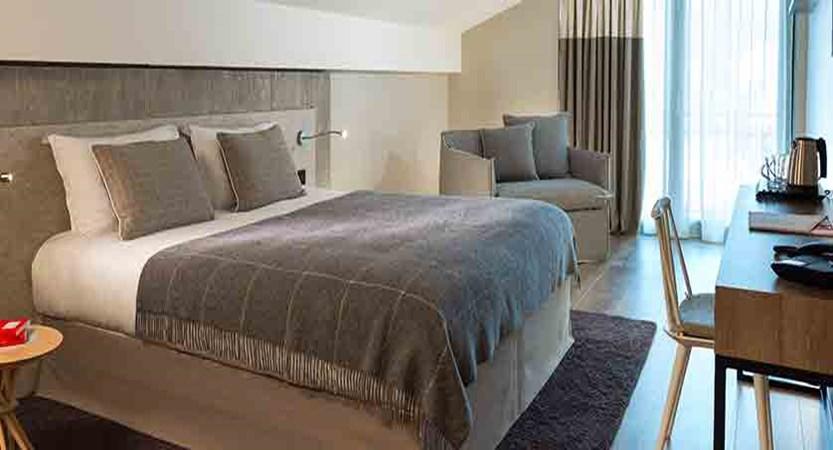 Hotel Heliopic, Chamonix, France - superior bedroom.jpg