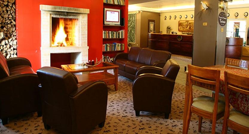 finland_lapland_levi_crazy_reindeer_hotel_fireside-lobby-lounge.jpg