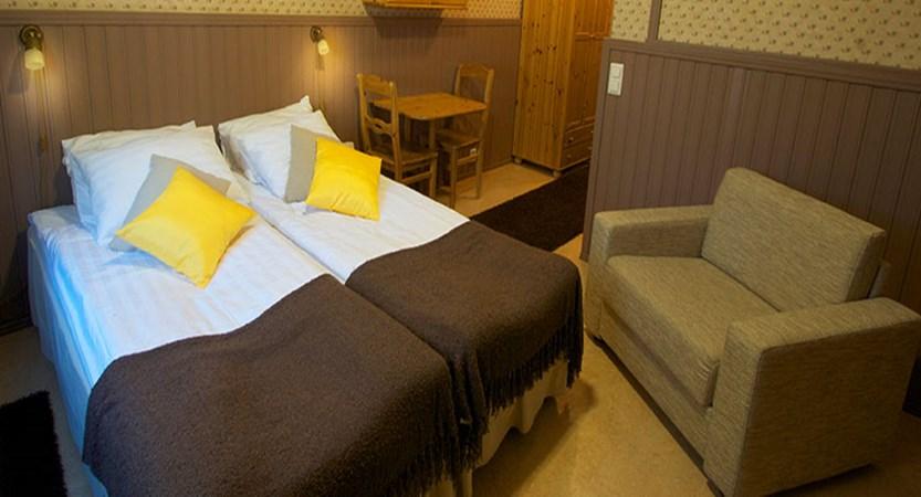 finland_lapland_levi_crazy_reindeer_hotel_white-reindeer-building-twin-with-en-suite-sauna.jpg