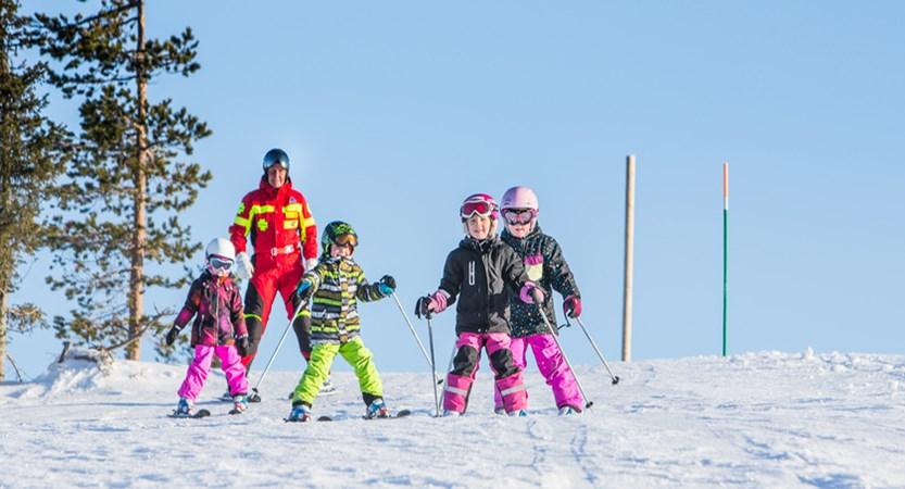 finland_lapland_levi_children-skiing.jpg