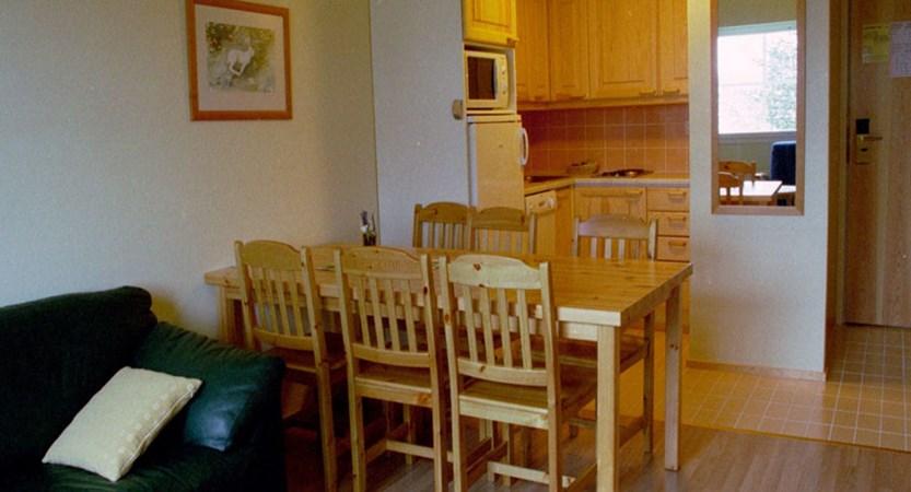 Finland_Saariselka_Tunuturi_hotel_suites_kitchen_diner.jpg