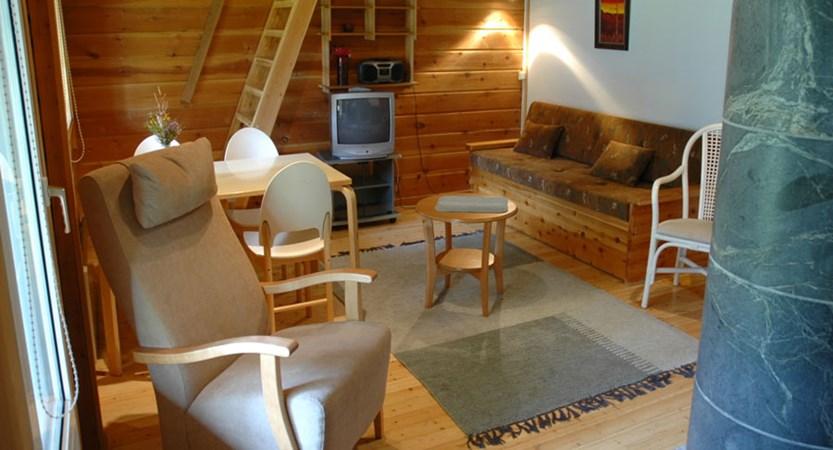 Finland_Saariselka_saariselka_log_cabin_lounge2.jpg