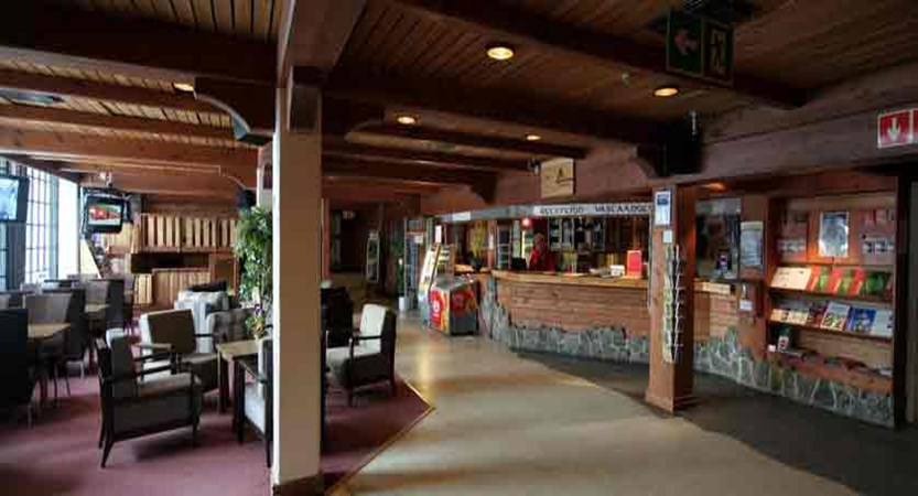 finland_lapland_saariselka_tunturi-hotel-gielas-hotel_reception-lobby.jpg