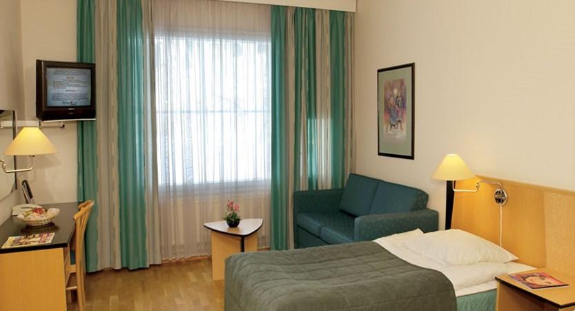 finland_lapland_saariselka_holiday_club_spa_hotel_bedroom.jpg