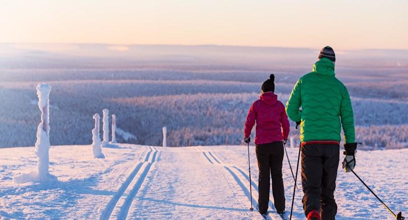 finland_lapland_saariselka_skiers.jpg