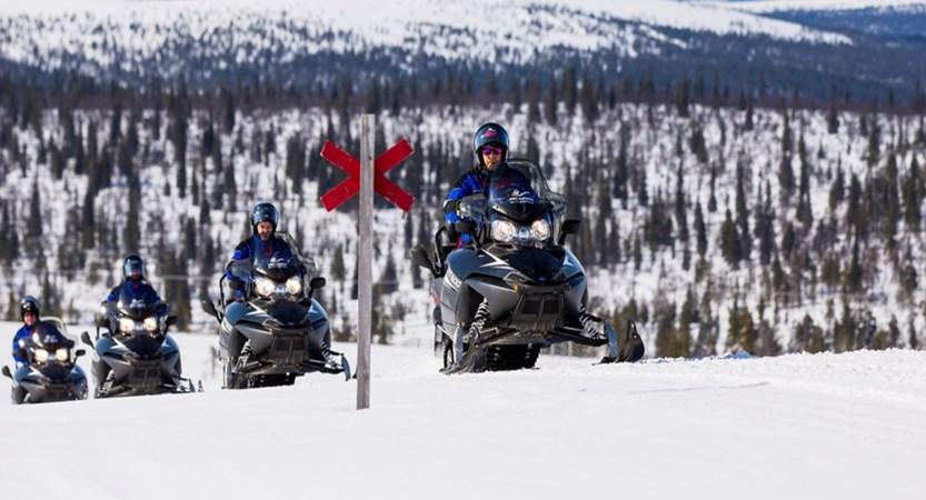 finland_lapland_saariselka_snow-mobiling3.jpg