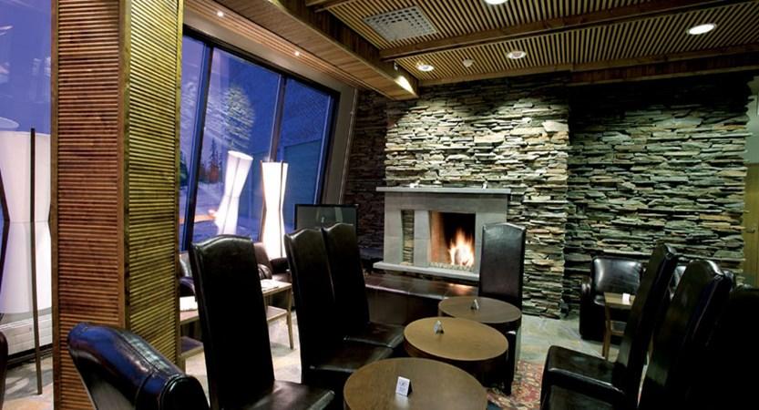 finland_lapland_yllas_yllas-saaga-spa-hotel_bar-lounge.jpg