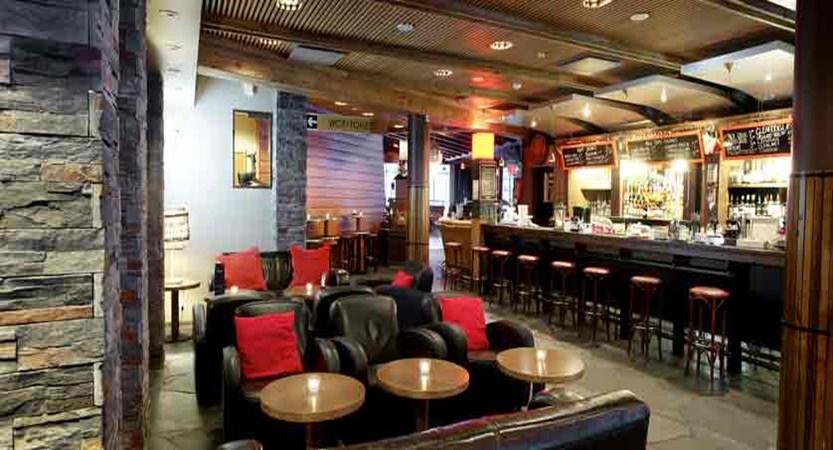 finland_lapland_yllas_yllas-saaga-spa-hotel_bar-lounge2.jpg