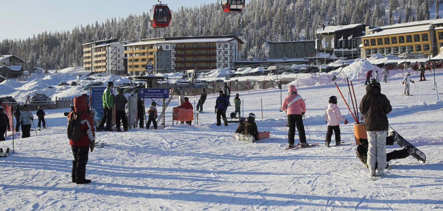 finland_lapland_yllas_yllas-saaga-spa-apartments_gondola-slopes.jpg