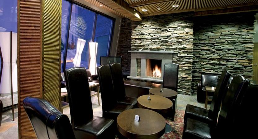 finland_lapland_yllas_yllas-saaga-spa-apartments_open_fire.jpg