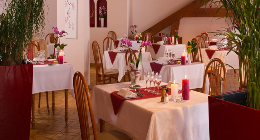 Hotel Les Grillons, Talloires, Lake Annecy, France - Restaurant.jpg