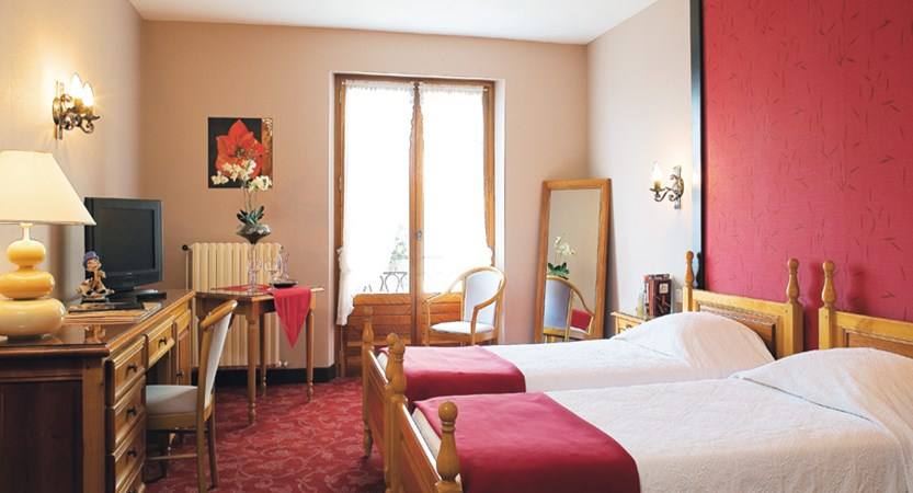 Hotel Les Grillons, Talloires, Lake Annecy, France - Twin bedroom, balcony.jpg
