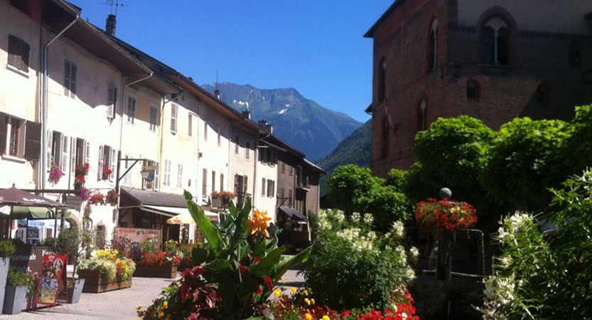 Talloires Village in the summer, Lake Annecy, France.jpg