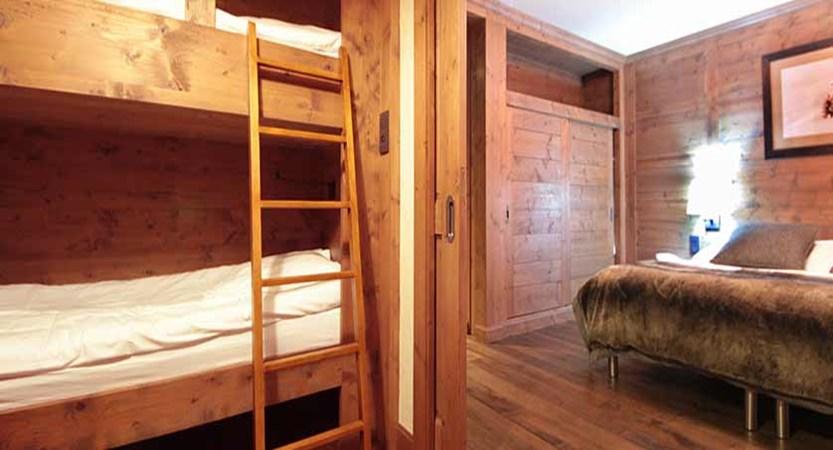 Deluxe family room, bunk beds.jpg