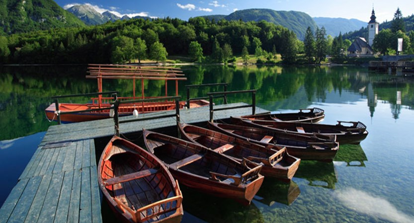 Boat house in Lake Bohinj.jpg