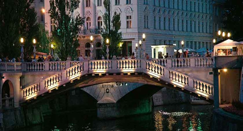 Dragon bridge in Ljubljana.jpg