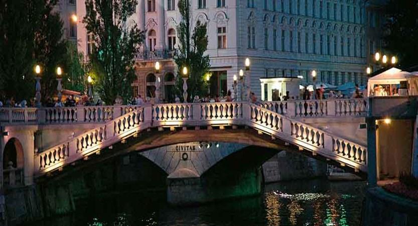 Dragon bridge in Ljubljana.jpg
