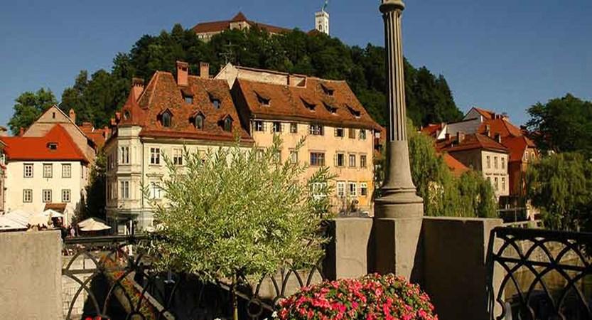 Ljubljana Castle view from riverbank.jpg