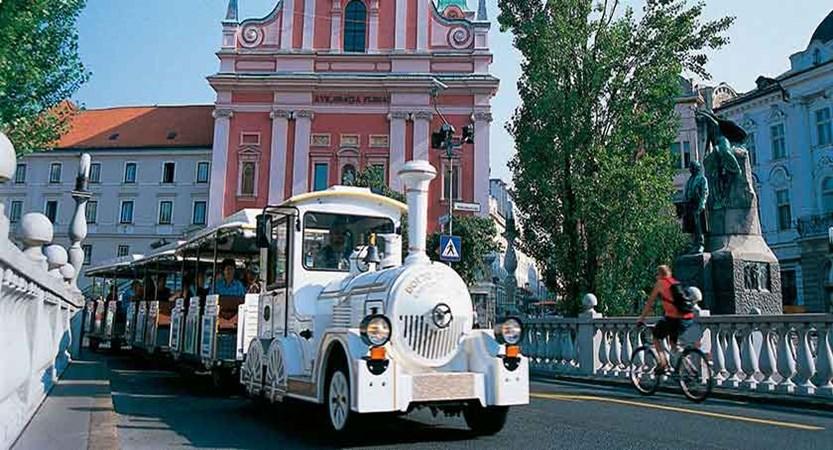 Tourist train in Ljubljana.jpg