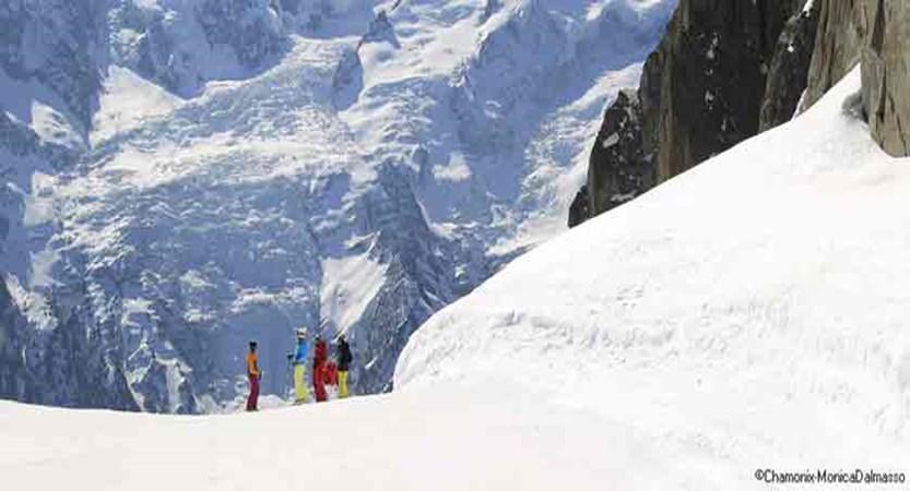 france_chamonix_Skiers-mont-blanc.jpg