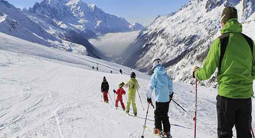 france_chamonix_skiing-family.jpg