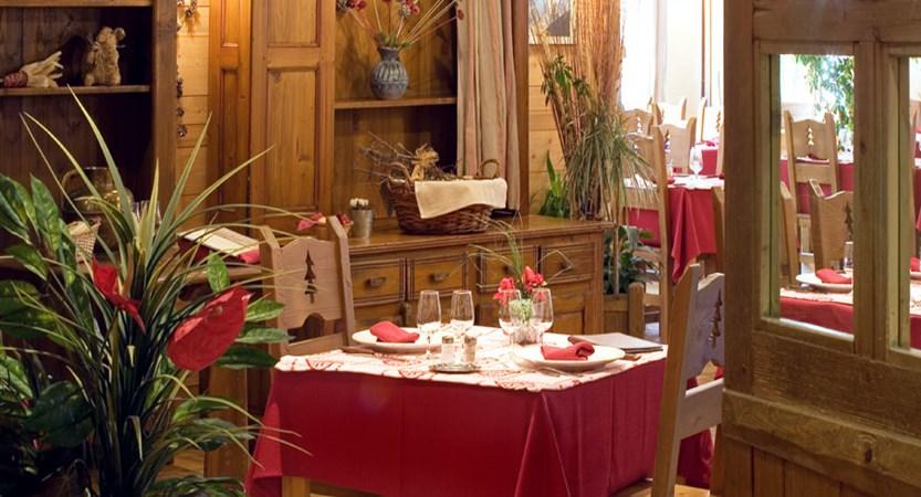 Hotel Petit dru dining area
