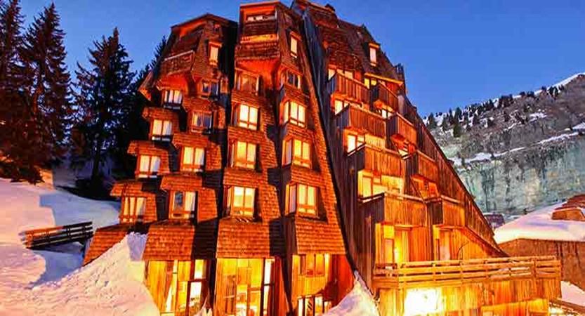 Hotel des Dromonts - night exterior