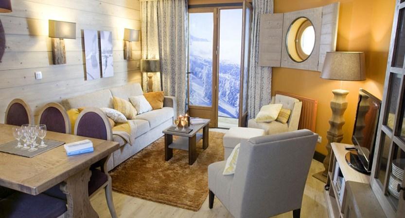 L'Amara lounge/dining area