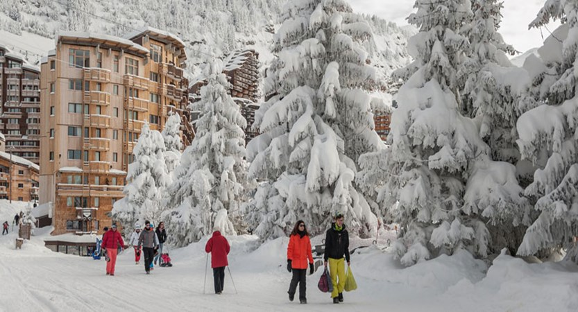 France_Portes-du-Soleil-Ski-Area_Avoriaz_Resort-people-view.jpg