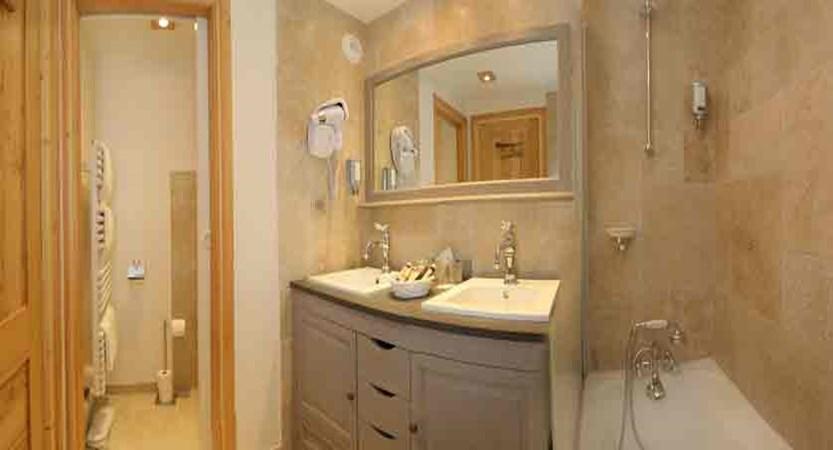 Hotel Chalet Mounier bathroom
