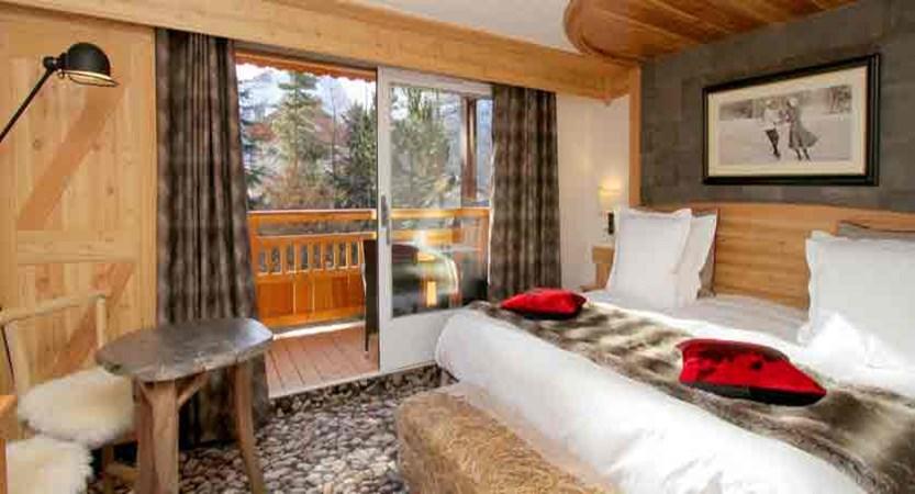 Hotel Chalet Mounier bedroom/balcony