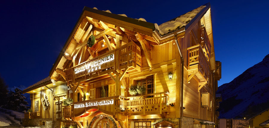Hotel Chalet Mounier night exterior