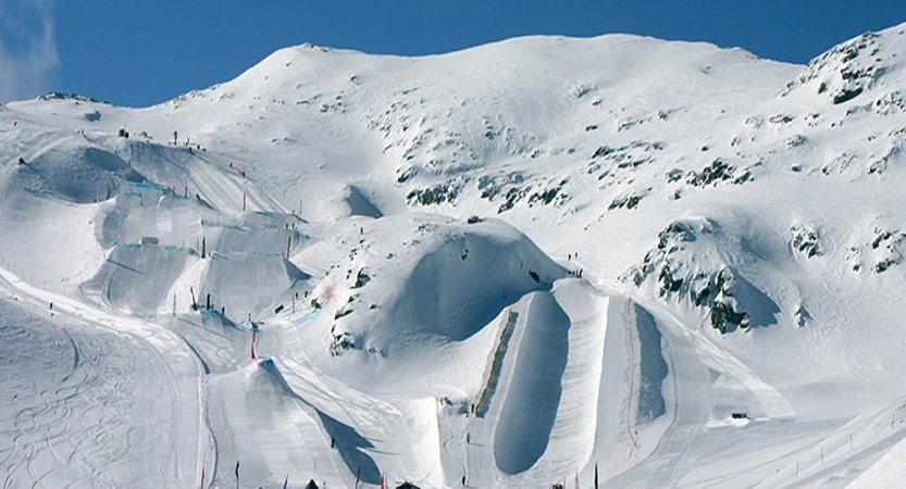 france_les-2-alpes_Snowpark_Toura_03_©Nico_Lafay.jpg