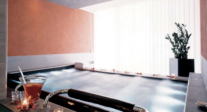 Eiger Self-Catering Apartments, Grindelwald, Bernese Oberland, Switzerland - Private jacuzzi.jpg