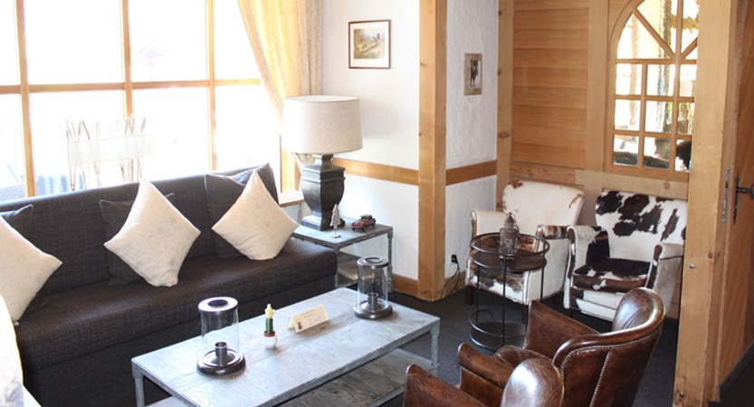 Hotel Jungfrau Lodge, Grindelwald, Bernese Oberland, Switzerland - lounge area 2.jpg