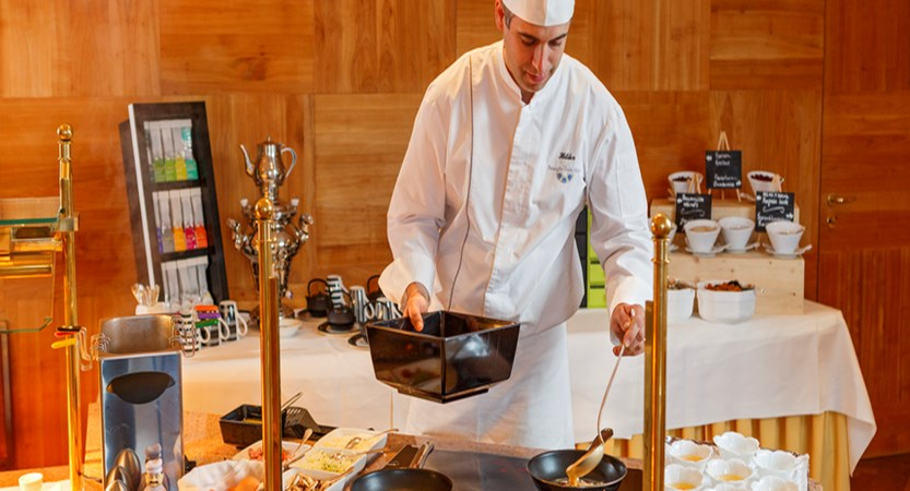 Beausite Park & Jungfrau Spa, Wengen, Bernese Oberland, Switzerland - chef's egg station, morning buffet.jpg