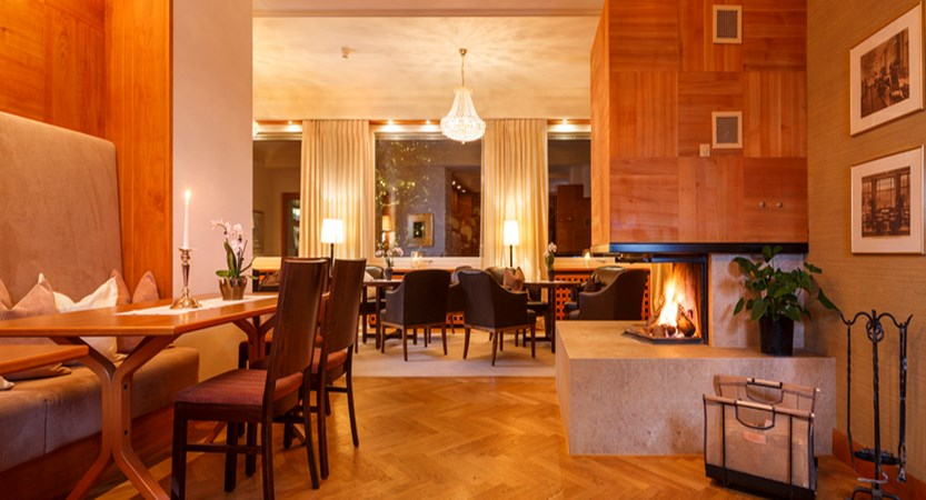 Beausite Park & Jungfrau Spa, Wengen, Bernese Oberland, Switzerland - lobby area.jpg