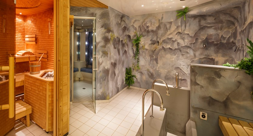 Beausite Park & Jungfrau Spa, Wengen, Bernese Oberland, Switzerland - wellness with sauna and steam room.jpg