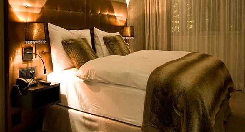 Hotel Grischa, Davos, Graubünden, Switzerland - double bedroom overview.jpg