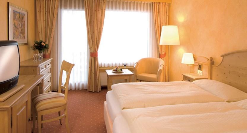 Hotel Silvretta Park, Klosters, Graubünden, Switzerland - twin bedroom.jpg