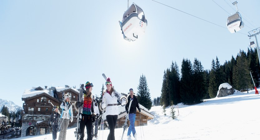 france_three-valleys_courchevel_skiers.jpg