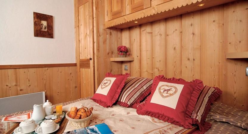 Eterlou apartments bedroom (1)